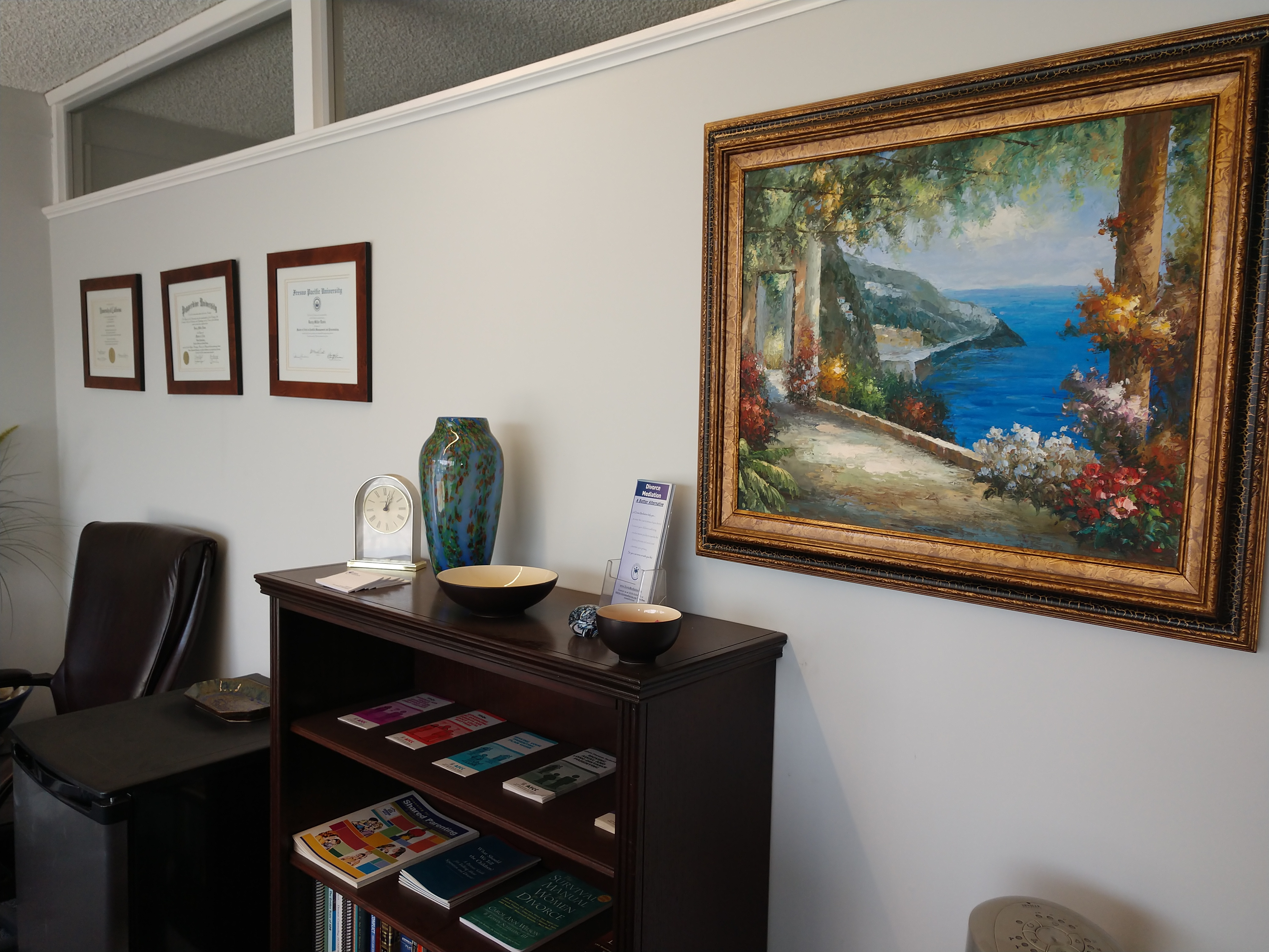 My private and confortable Los Angeles divorce mediation office in Manhattan Beach